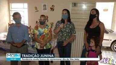 Pandemia muda forma de comemoração das festas de São João - Com festas de grande público proibidas, muitas famílias comemoram em casa.