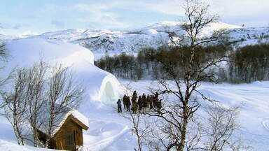 Noruega: reviva uma viagem por um dos países mais gelados do planeta - No Brasil, o inverno está começando. Mas será que nós, brasileiros, conhecemos o verdadeiro frio? Veja como é viver meses com temperaturas abaixo de zero, nesta sexta (26), com Glória Maria.