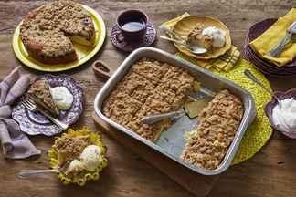 Cuca - Rita Lobo ensina a fazer uma cuca de banana, bolo em camadas com massa fofinha por baixo, frutas no meio e farofa crocante por cima. De quebra, você aprende também uma variação com recheio de uva.