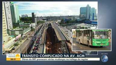 Trânsito: Motoristas enfrentam congestionamento na manhã desta sexta, na Avenida ACM - Além do fluxo de veículos, a situação é agravada pelas obras do BRT na região.