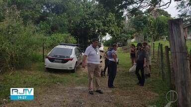Polícia Civl encontra cemitério clandestino usado por criminosos em Maricá, no RJ - Corpos em decomposição foram encontrados em valas.