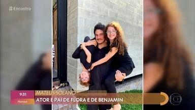 Mateus Solano fala sobre controle das redes sociais dos filhos - Ator comenta perfil do homem-pateta que aterroriza crianças
