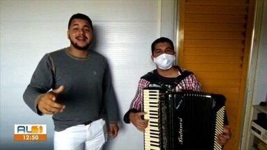 Banda Xote 10 grava uma música trazendo recado em alto astral para período de pandemia - Confere aí.