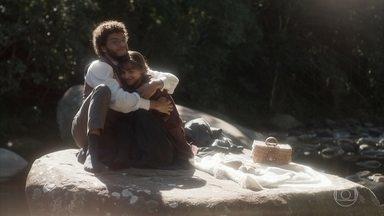 Cecília e Libério pensam em fugir juntos - Os dois contam com a ajuda de Matias para conseguirem se casar às escondidas