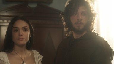 Joaquim e Anna se apavoram ao ouvir a voz de Thomas - O inglês chega em casa enquanto Joaquim e Anna se encontram no escritório