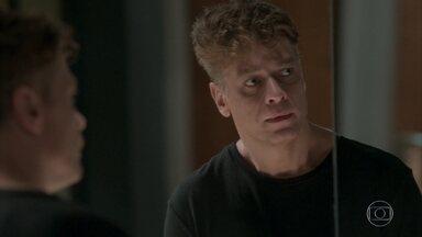 Arthur desiste de beijar Eliza - Maurice afirma que a ruiva será a ruína de seu filho