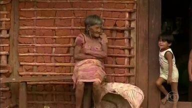 Protocolos sanitários na pandemia impedem cumprimento de rituais indígenas - O luto provocado por tantas vidas perdidas atinge brasileiros de todas as regiões, em todos os estados. Mas não de maneira igual. Em comunidades indígenas, os protocolos sanitários exigidos pela Covid-19 impedem o cumprimento de rituais tradicionais.