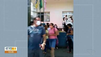 Funcionários protestaram contra demissão de servidores da educação em Castelo, no ES - Veja a reportagem.