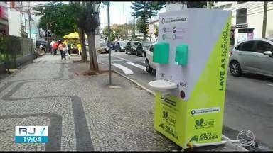 RJTV foi às ruas para mostrar como estão os totens de higienização no Sul do Rio - Cidades disponibilizaram estruturas em locais de movimentação para a população se proteger contra o coronavírus.