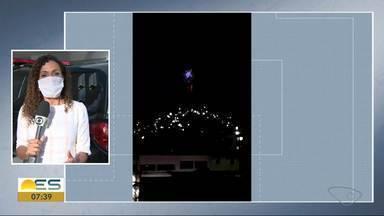 Fogos de artifícios são soltos em dois morros de Vitória - Foguetório aconteceu no Bairro da Penha e Jesus de Nazareth. Segundo a polícia, os fogos de artifício são soltos por criminosos.