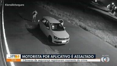 Câmera de segurança registra quando motorista por aplicativo é assaltado em Goiânia - Veja as imagens.