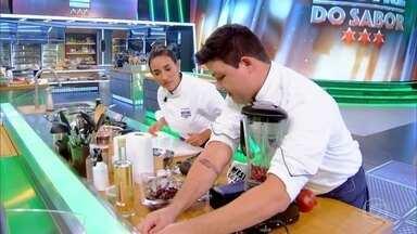 Chefs preparam pratos contendo frango e frutos do mar - A competição fica mais acirrada
