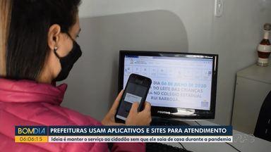 Prefeituras usam aplicativos e sites para atendimento - Ideia é manter o serviço ao cidadão sem que ele saia de casa durante a pandemia.