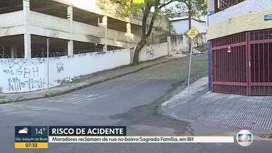 Moradores reclamam de rua no bairro Sagrada Família, em BH - Segundo eles os acidentes são constantes e falta sinalização.