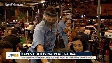 Bares ficam cheios no primeiro dia de reabertura em Goiânia - Mas muitos estabelecimentos não abriram na noite de retomada.