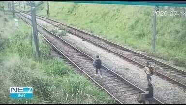 Câmeras flagram suspeitos de assaltar passageiros de metrô fugindo pelos trilhos - Imagens foram divulgadas pela CBTU, nesta quarta (15), um dia após crime