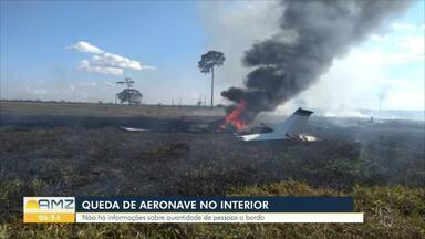 Avião de pequeno porte cai em cidade do interior do estado - Buscas estão sendo feitas pra saber se há sobreviventes.