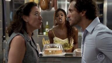 Guaracy e Griselda discutem - O dono do Tupinambar trata a amiga com excesso de formalidade, os dois se desentendem e são repreendidos por Dagmar