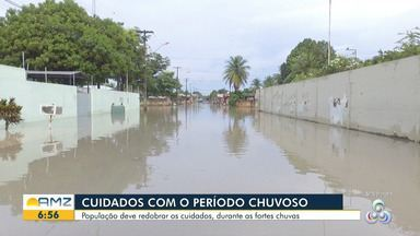 Chuva derruba árvore no Centro de Boa Vista - População deve redobrar os cuidados durante as fortes chuvas do mês de julho.