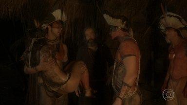 Piatã enfrenta Ubirajara para cuidar de Jacira - Cacique desconfia quando Piatã avisa que Jacira está machucada