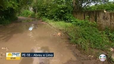 Rodovia PE-18 está repleta de buracos - Estrada liga Abreu e Lima a Aldeia, em Camaragibe, no Grande Recife.