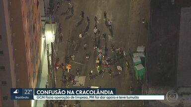 Operação de limpeza na Cracolândia termina em confusão - Usuários de droga fizeram barricadas para impedir que a Polícia Militar acompanhasse o trabalho da Guarda Civil Metropolitana.