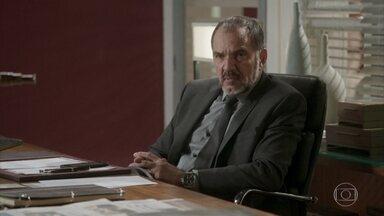 Germano relembra seu caso com Gilda - Dino volta a pedir para Gilda não contar a Eliza que ele também está no Rio de Janeiro