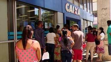Agências da Caixa voltam a registrar longas filas em todo o Brasil - Uma das principais reclamações é o funcionamento do aplicativo Caixa Tem. Segundo o banco, 680 agências estarão abertas neste sábado (25) para atendimento do auxílio emergencial e saque emergencial do FGTS.