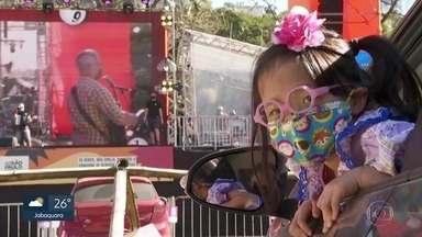 Festa julina inclusiva diverte crianças com deficiência no Parque Burle Marx - Evento reuniu 90 famílias no esquema drive-in, com shows de música sertaneja, bingo e apresentações de personagens de desenhos animados.