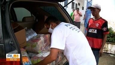 Entrega de doações de alimentos da live do cantor Geraldo Cardoso é realizada - Ações da Campanha Juntos Solidário rendem frutos.
