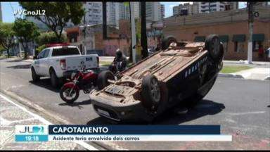 Carro capota na av. Visconde de Souza Franco, em Belém - Acidente foi registrado pela manhã de sábado, 25.
