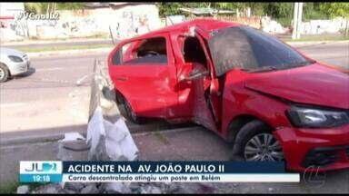 Mulher fica ferida em acidente de carro na av. João Paulo II, em Belém - Veículo estava em alta velocidade, segundo testemunhas.