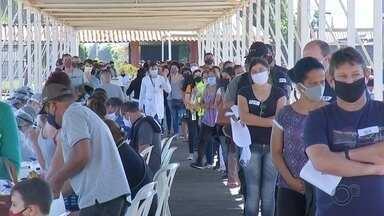 Testagem em massa para Covid-19 termina com 4% de casos positivos em Bauru - Ação realizada no Recinto Mello de Moraes aplicou mais de 2,4 mil exames e encontrou 98 pessoas com resultado positivo para a doença.