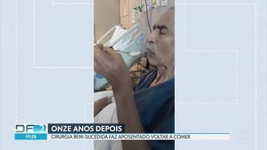 Depois de 11 anos, idoso consegue volta a comer graças a ajuda de médico - Seu Laudenor tem 72 anos e vivia com uma sonda desde que fez uma cirurgia de hérnia no diafragma. A família conta que nenhum médico encontrava solução até o encontro com o doutor Humberto.