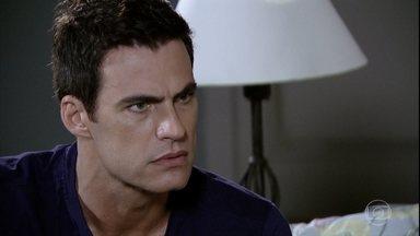 Vilma chama Juan para conversar - Ele sai de casa sem avisar à ex-esposa e ao filho e vai ao encontro da mãe de Letícia