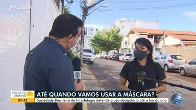 Médica reforça a importância do uso da máscara para evitar a transmissão do coronavírus - Para a Sociedade Brasileira de Infectologia, o uso do equipamento deve ser obrigatório pelo menos até o final do ano.