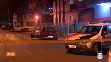 Bandidos invadem a cidade de Botucatu (SP) para atacar agências bancárias - Segundo as primeiras informações, houve tiroteio com policiais e moradores foram feitos reféns. Os bandidos estavam mascarados, fortemente armados e usavam coletes a prova de balas.