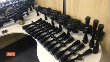 PF faz operação em oito estados para combater o tráfico internacional de armamentos - As armas eram escondidas dentro de rádios e panelas elétricas, e transportadas pelos correios.