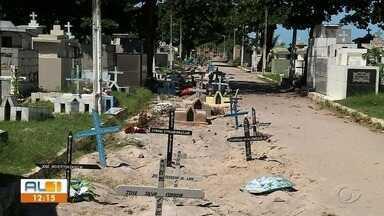 Cemitérios públicos de Maceió sentem reflexos da pandemia - Espaços abertos no cemitério São José no bairro do Trapiche não dão mais conta da alta demanda por sepultamentos.