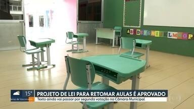Projeto de lei sobre retomada de aulas presenciais é aprovado na Câmara - Texto ainda vai passar por uma segunda votação na Câmara Municipal de São Paulo.