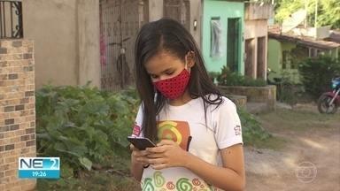 Pesquisa aponta que crianças passam muito tempo na internet e ficam estressadas - Estudo foi feito por ONG, em Glória do Goitá, na Zona da Mata de Pernambuco