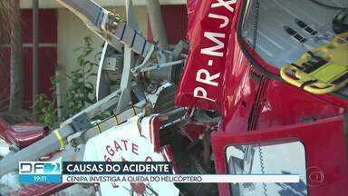 Helicóptero dos bombeiros cai em Vicente Pires - Cinco pessoas estavam a bordo e ninguém se feriu gravemente. O Centro de Investigação e Prevenção de Acidentes Aéreos (CENIPA) já começou a investigar as causas da queda.