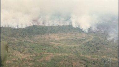 Fumaça dos incêndios em Poconé, no MS, já é vista por imagens de satélite da Nasa - O fogo já está chegando à Transpantaneira, uma área de pousadas e reservas naturais.