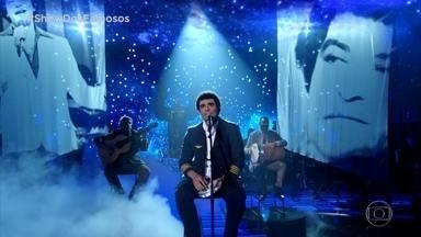 """Diogo Nogueira canta música interpretando o pai João Nogueira - Cantor apresenta """"Espelho"""""""