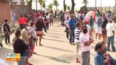 Fila para agências da Caixa de Jaboatão dos Guararapes dobra quarteirões - População foi até o local nesta terça (4) em busca de ajuda sobre o pagamento do auxílio emergencial de R$ 600.