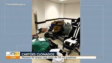 Homem é preso suspeito de clonar cartões de crédito em Goiânia - Com ele, a polícia encontrou mais de 30 mil produtos.