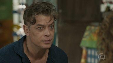 Arthur conta a Gilda que Eliza está presa - A mãe da ruiva fica em choque, mas diz que acredita na versão de Dino. Gilda não aceita ir à delegacia e Jojô fica enfurecida. Max avisa Arthur sobre atitude de Carolina