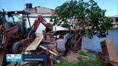 Cabo Frio, RJ, registra vários casos de obras irregulares - Em apenas uma semana, foram três flagrantes. A Defesa Civil municipal estima que 70% das construções dentro da cidade são irregulares.