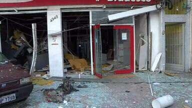 Criminosos explodem agência bancária na Zona Norte do Rio - Criminosos explodiram uma agência bancária na madrugada desta quarta-feira (5) em Anchieta, na Zona Norte do Rio. O local ficou completamente destruído.