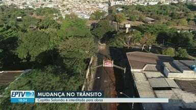 Transerp interdita Avenida Capitão Salomão para obra de drenagem em Ribeirão Preto, SP - Por causa dessa obra, os pontos de ônibus do trecho foram temporariamente desativados.